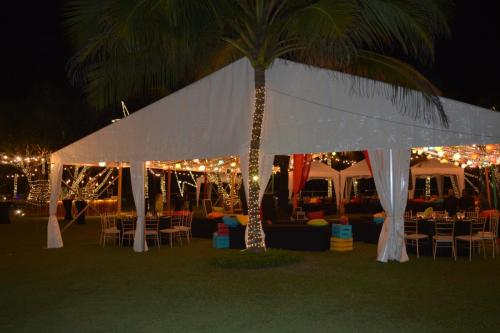 Beach weddings at Citrus Waskaduwa in Kalutara